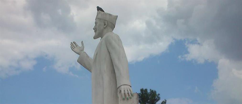 Έβαψαν τα νύχια αγάλματος του Βενιζέλου στη Θεσσαλονίκη! (εικόνες)