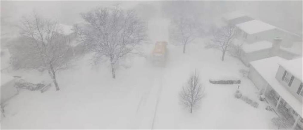 Ολόκληρη πόλη θάφτηκε κάτω από 1,5 μέτρο χιόνι (βίντεο)
