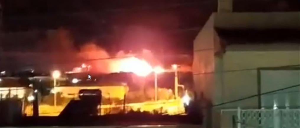 """Φωτιά στον οικισμό """"Γεννηματάς"""" στα Άνω Λιόσια (βίντεο)"""