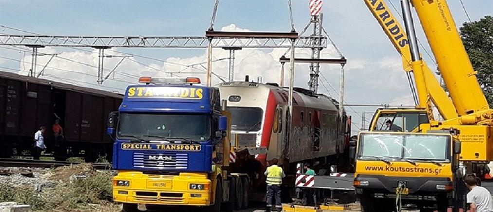 Άδενδρο: απομακρύνουν τα βαγόνια του μοιραίου τρένου (φωτο)