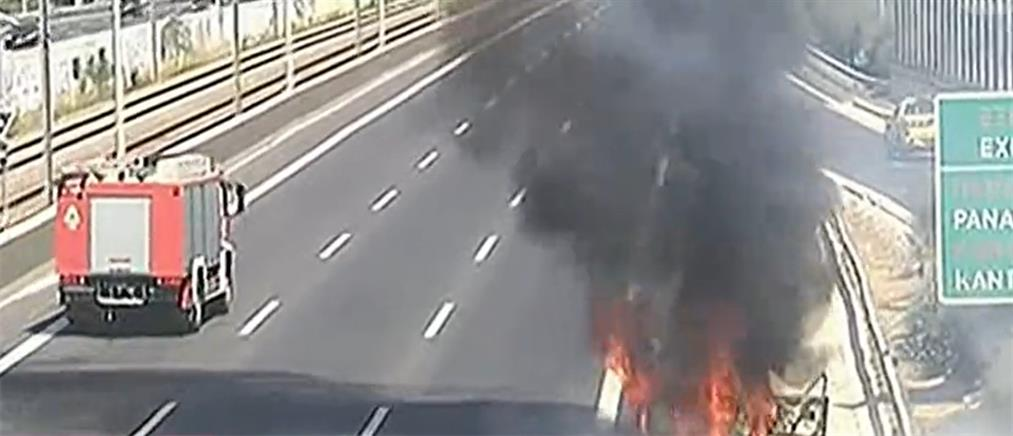 Φωτιά σε αυτοκίνητο στην Αττική Οδό (εικόνες)