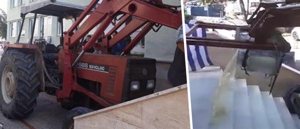 Κτηνοτρόφος προσπάθησε να εισβάλλει με τρακτέρ στα γραφεία της Περιφέρειας (εικόνες)