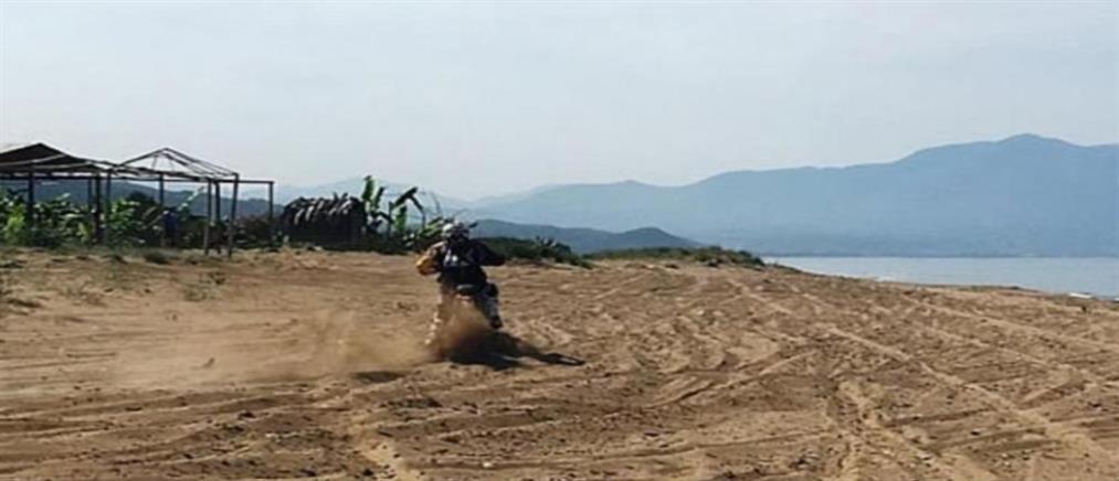 Αγώνες 250 μοτοσικλετών σε παραλία με φωλιές της καρέτα-καρέτα! (φωτo)