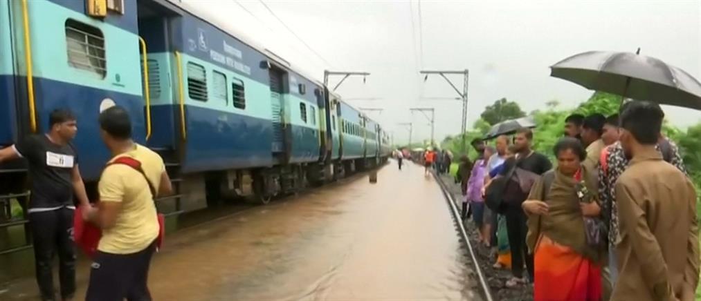 Επιβάτες τρένου διασώθηκαν με…βάρκες (βίντεο)