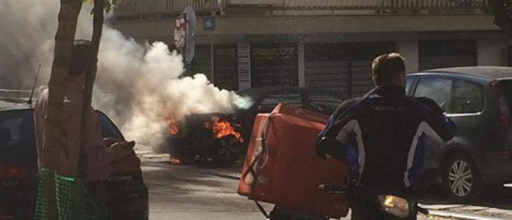 """""""Λαμπάδιασε"""" αυτοκίνητο στην Θεσσαλονίκη (εικόνες)"""