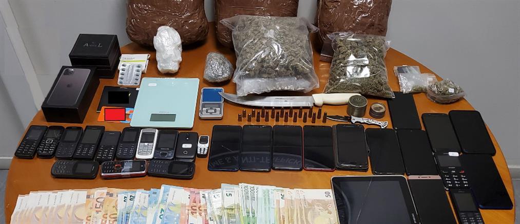 """""""Έσπρωχναν"""" ναρκωτικά στην Αθήνα και τα νησιά (εικόνες)"""