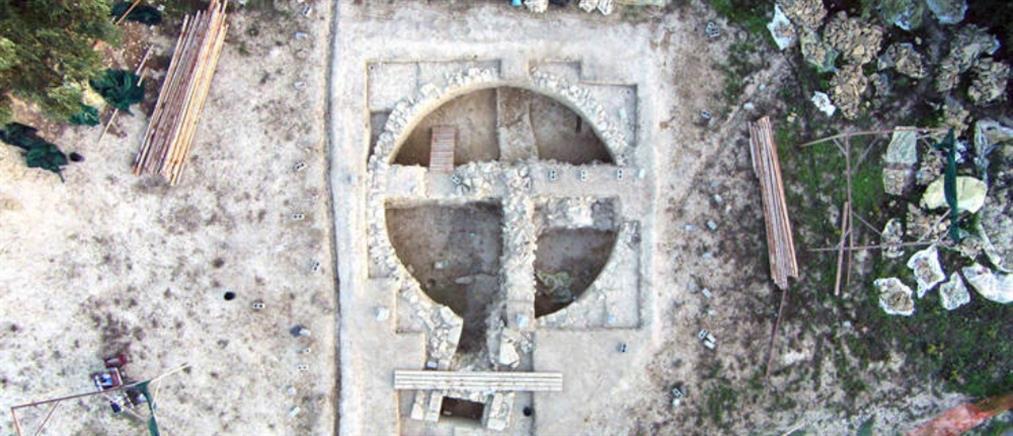 """Εντυπωσιακές εικόνες: Συγκλονιστικά ευρήματα στον τάφο του """"Γρύπα Πολεμιστή"""""""