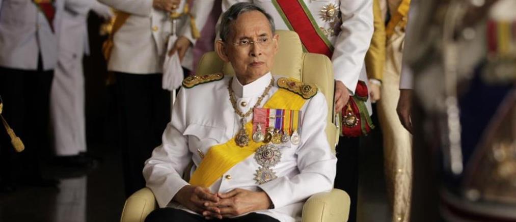 Πέθανε ο βασιλιάς Μπουμιμπόλ της Ταϊλάνδης