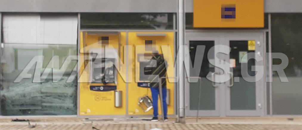 """""""Μπούκαραν"""" με αυτοκίνητο σε τράπεζα (εικόνες)"""