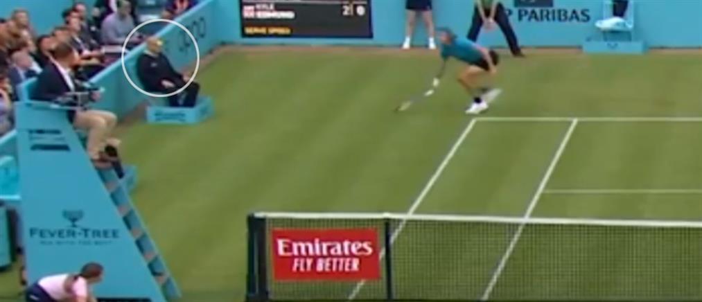 Ο Τσιτσιπάς τραυμάτισε τον κριτή με το μπαλάκι! (βίντεο)