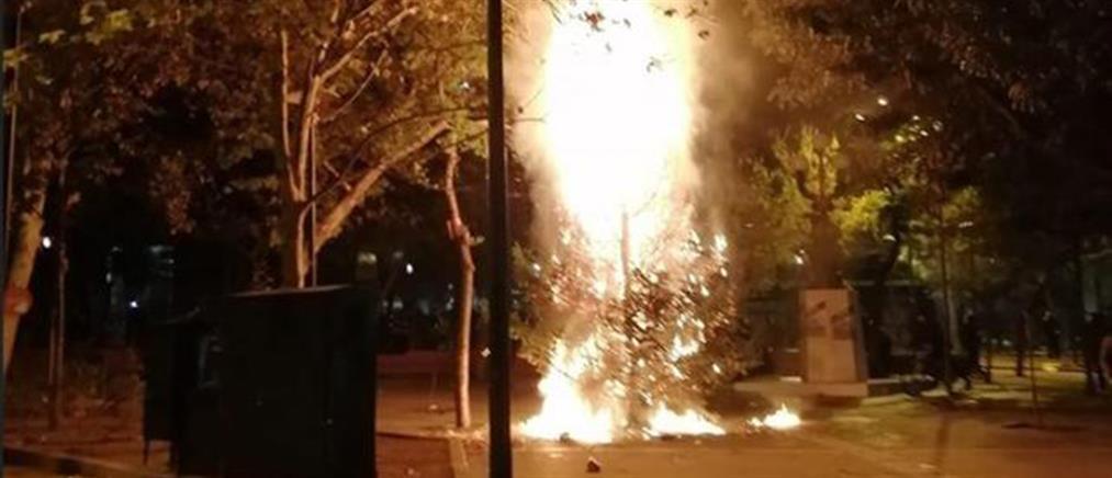 Μπακογιάννης: Η ανάρτηση για το κάψιμο του χριστουγεννιάτικου δέντρου στα Εξάρχεια (εικόνα)