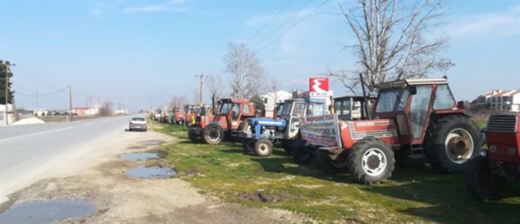 Συνεχίζουν τις κινητοποιήσεις οι αγρότες