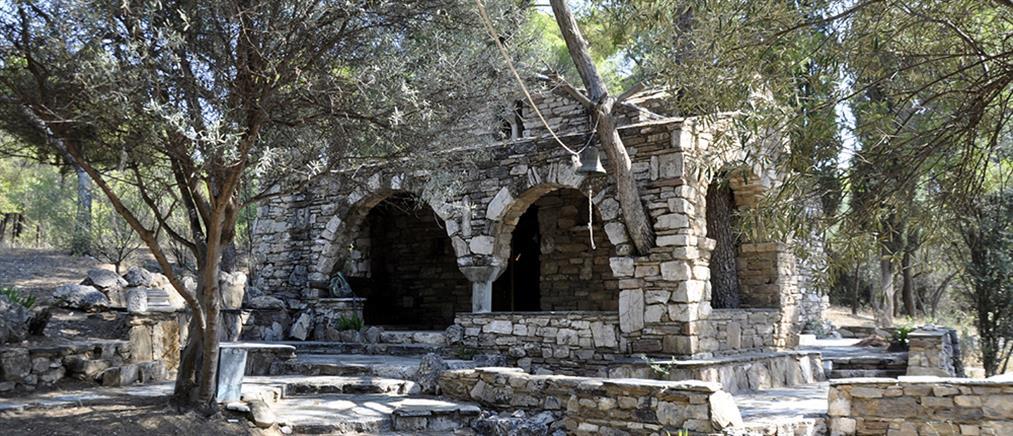 """Ένα εκκλησάκι """"θησαυρός"""" στο πάρκο Τρίτση (φωτό)"""