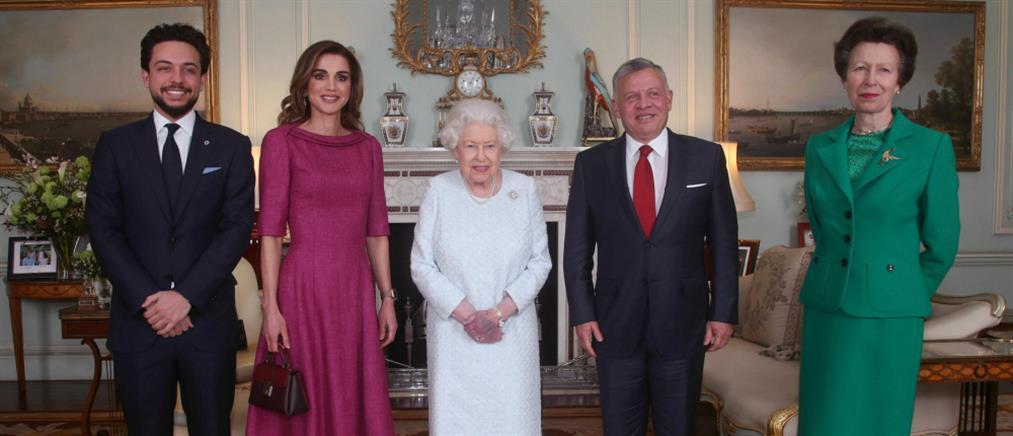 Τι συμβαίνει με την Βασίλισσα Ελισάβετ – Η φωτογραφία που τρόμαξε τους Βρετανούς (εικόνες)