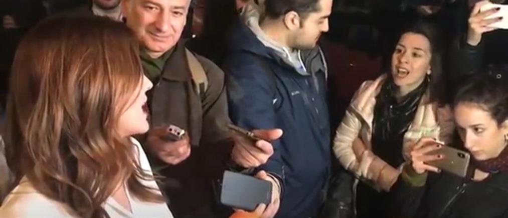 Θεσσαλονίκη: γυναίκα φώναξε στην Αχτσιόγλου για τη Μακεδονία (βίντεο)