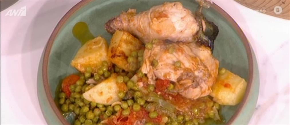 Κοτόπουλο κοκκινιστό με αρακά από τον Βασίλη Καλλίδη