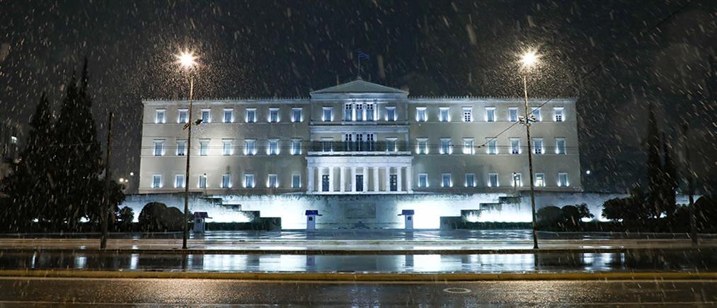 """""""Μήδεια"""": χιόνια στο κέντρο της Αθήνας (εικόνες)"""