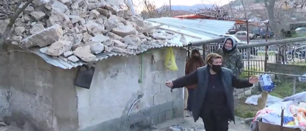 """Σεισμός - Δαμάσι: Ο """"Γολγοθάς"""" μιας οικογένειας που παλεύει μέσα στα χαλάσματα (βίντεο)"""