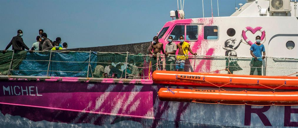Banksy: αγόρασε πλοίο για διάσωση μεταναστών στη Μεσόγειο