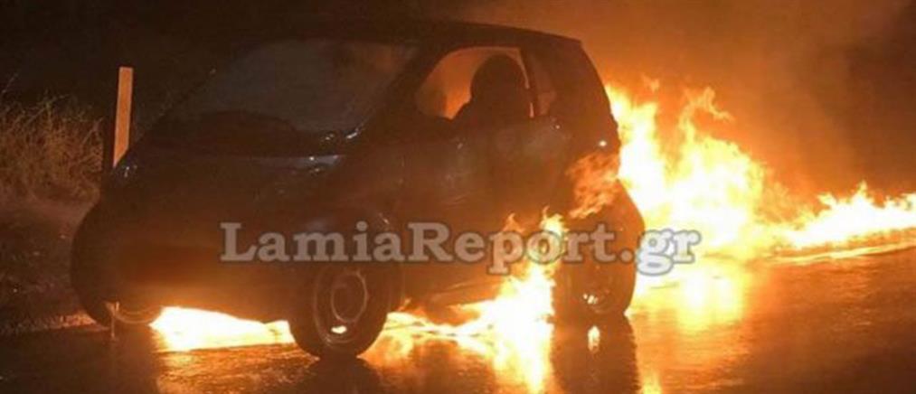 Στις φλόγες αυτοκίνητο εν κινήσει (εικόνες)
