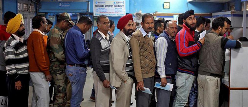 Η πιο επικερδής δουλειά στην Ινδία: Να περιμένεις στην ουρά!