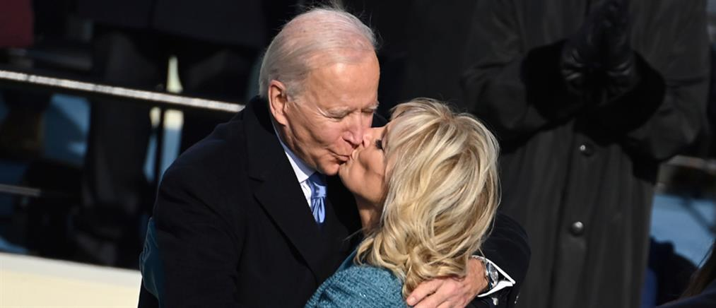 Ορκωμοσία Μπάιντεν: το τρυφερό φιλί στην Πρώτη Κυρία (εικόνες)