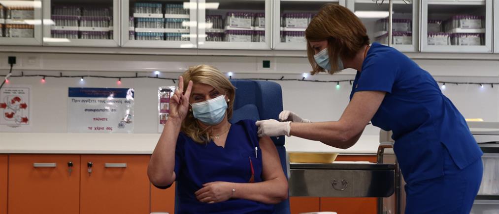 Ο πρώτος εμβολιασμός κατά του κορονοϊού στην Ελλάδα (εικόνες)