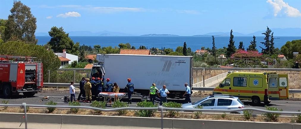 Αθηνών - Κορίνθου: Σοβαρό τροχαίο με εγκλωβισμό οδηγού (εικόνες)
