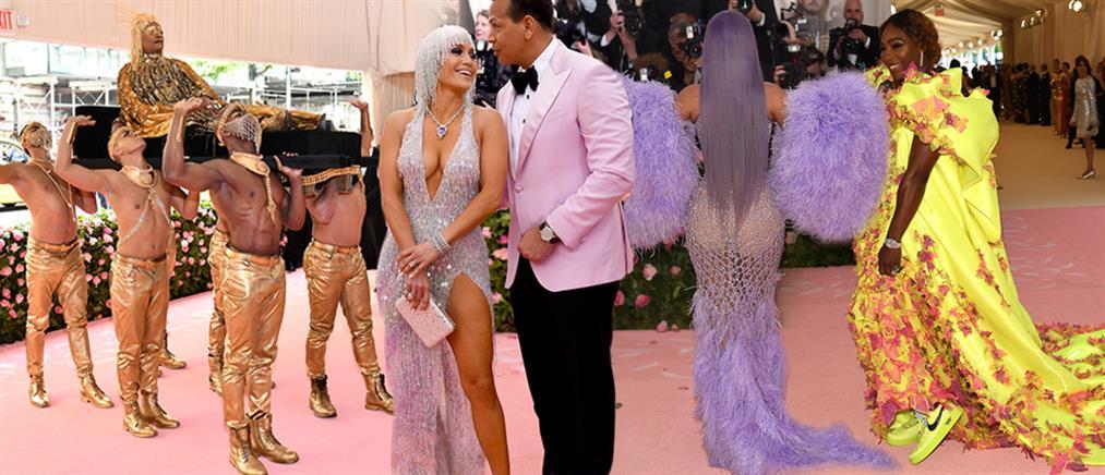 Το σόου της Lady Gaga και οι εκκεντρικές εμφανίσεις στο MET Gala (βίντεο)