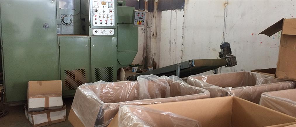 """Παράνομο """"εργοστάσιο"""" παραγωγής προϊόντων καπνού εντόπισε το ΣΔΟΕ (εικόνες)"""