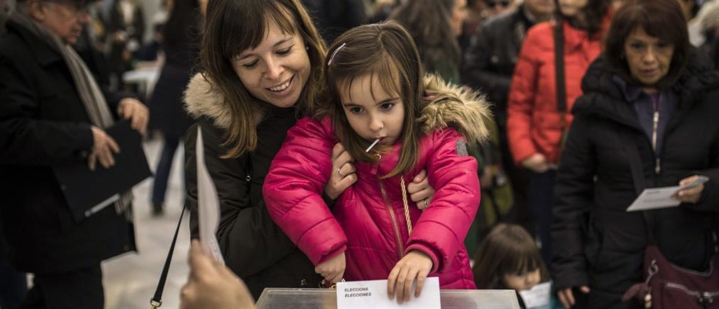 Ισπανία: ακυρώθηκε η εκλογή τριών Καταλανών αυτονομιστών στην Ευρωβουλή