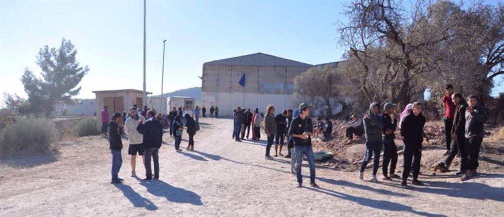 Χίος: Μετανάστες απέκλεισαν τις εισόδους του hot spot της ΒΙΑΛ