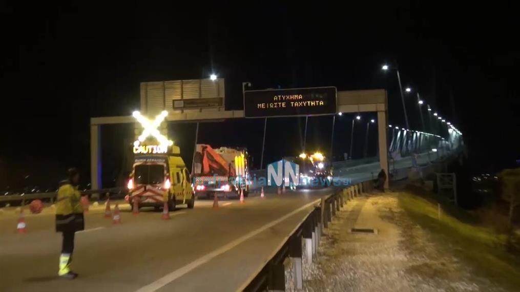 Ανατροπή αυτοκινήτου στη Γέφυρα Ρίου Αντιρρίου