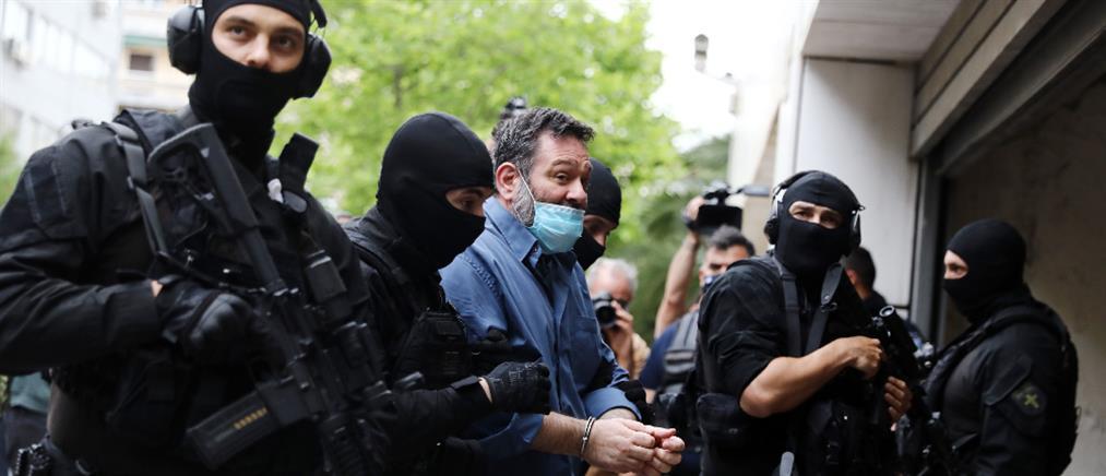 Γιάννης Λαγός: Με χειροπέδες στο Εφετείο και από εκεί στη φυλακή (εικόνες)