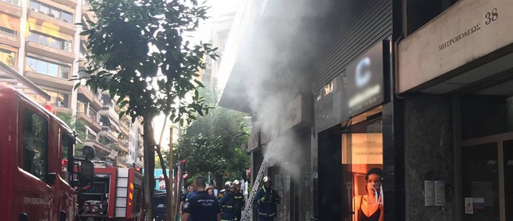 Φωτιά σε κατάστημα στη Θεσσαλονίκη (εικόνες)