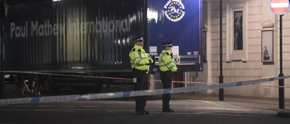 Ένοπλος επιτέθηκε σε αστυνομικούς