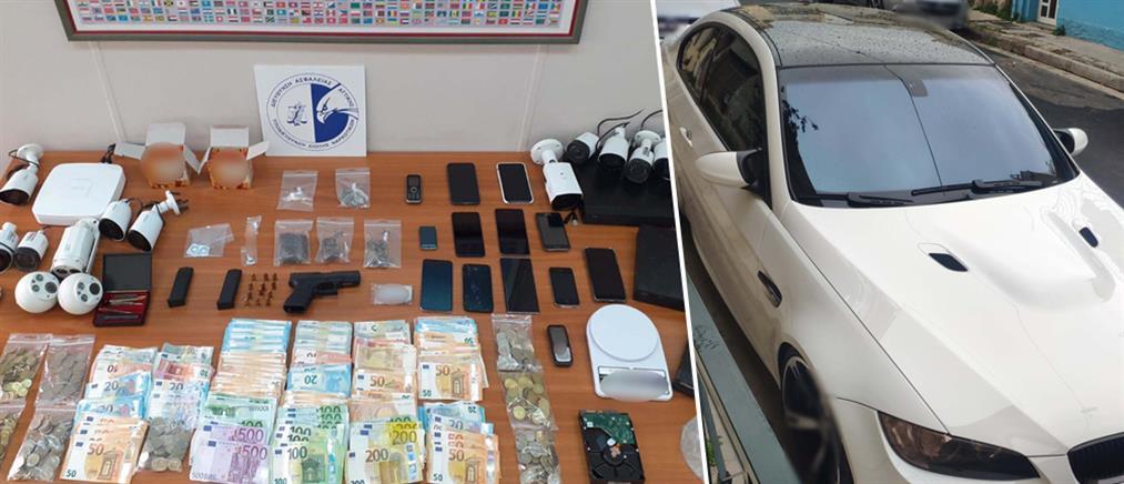 """""""Θησαύριζαν"""" πουλώντας ναρκωτικά στην Δυτική Αττική (βίντεο)"""
