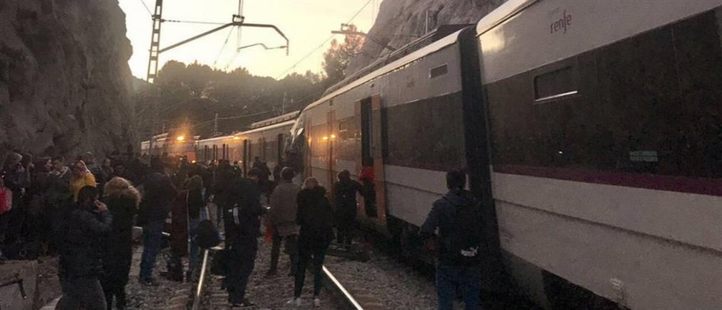 Φονική σύγκρουση τρένων στην Βαρκελώνη (εικόνες)