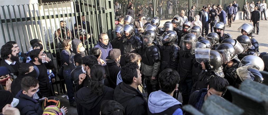 Διογκώνονται οι αντικυβερνητικές διαδηλώσεις στο Ιράν