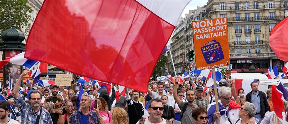 Κορονοϊός – Γαλλία: διαδηλώσεις κατά της υποχρεωτικής κάρτας υγείας (εικόνες)