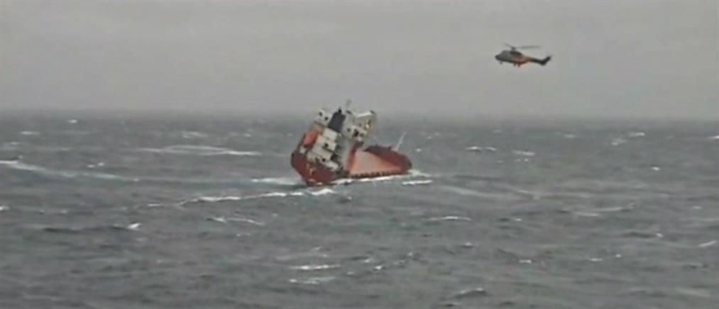 Καρέ-καρέ η επιχείρηση διάσωσης των ναυτικών από ακυβέρνητο πλοίο ανοικτά της Λέσβου (βίντεο)