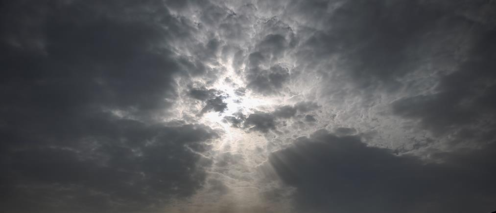 Καιρός: συννεφιά, σκόνη και τοπικές βροχές την Μεγάλη Τετάρτη