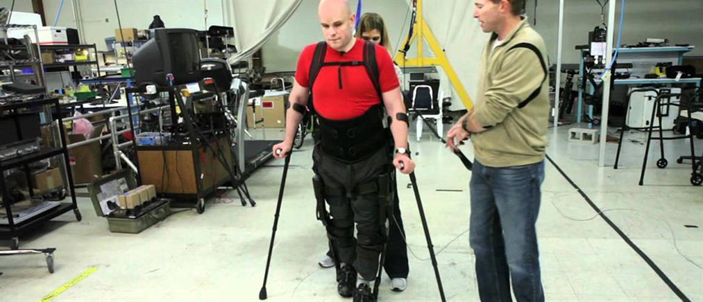 Παράλυτος περπατά χάρη σε ρομποτικό σκελετό (φωτό)