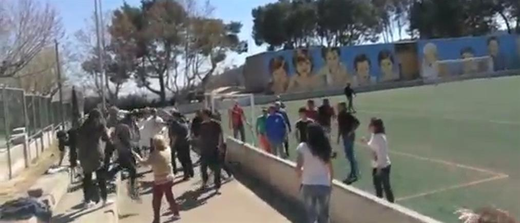 Άγριο ξύλο σε παιδικό αγώνα ποδοσφαίρου (βίντεο)