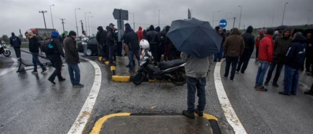 Αποκλεισμός του αυτοκινητόδρομου από αγρότες