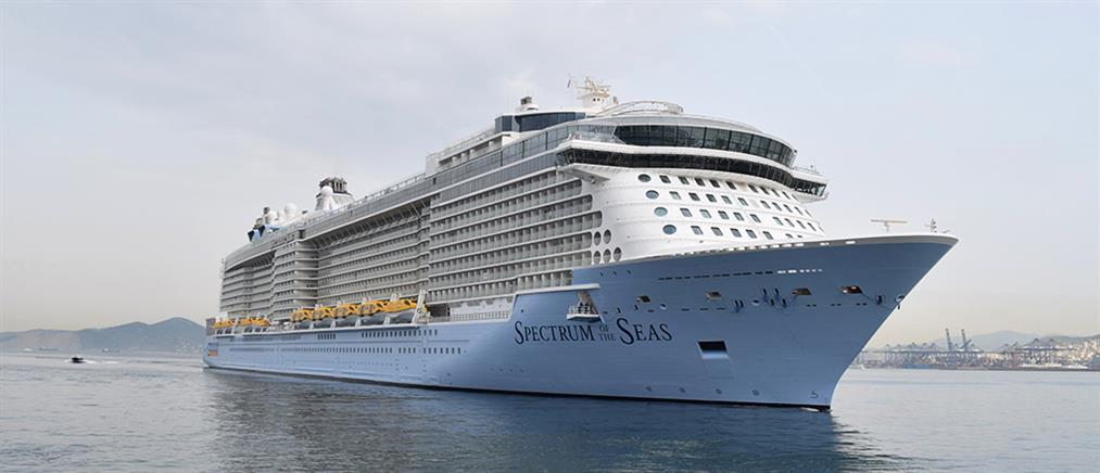 Στο λιμάνι του Πειραιά το μεγαλύτερο κρουαζιερόπλοιο του κόσμου (εικόνες)