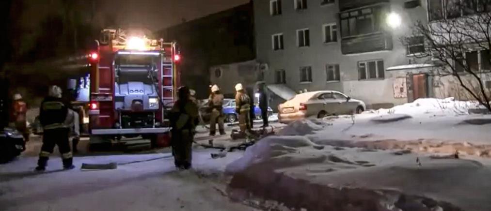 Φονική φωτιά σε πολυκατοικία (βίντεο)