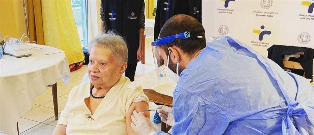 Πρεμιέρα εμβολιασμών σε γηροκομεία και ΜΦΗ (εικόνες)
