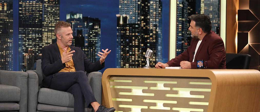 """Ο Χρήστος Λούλης στο """"The 2night Show"""" για την Μακρυπούλια και τον Βαρουφάκη (βίντεο)"""