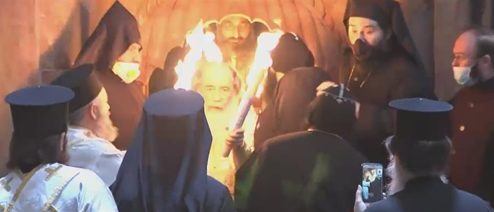 LIVE: η αφή του Αγίου Φωτός απο τον Ναό της Αναστάσεως, στα Ιεροσόλυμα